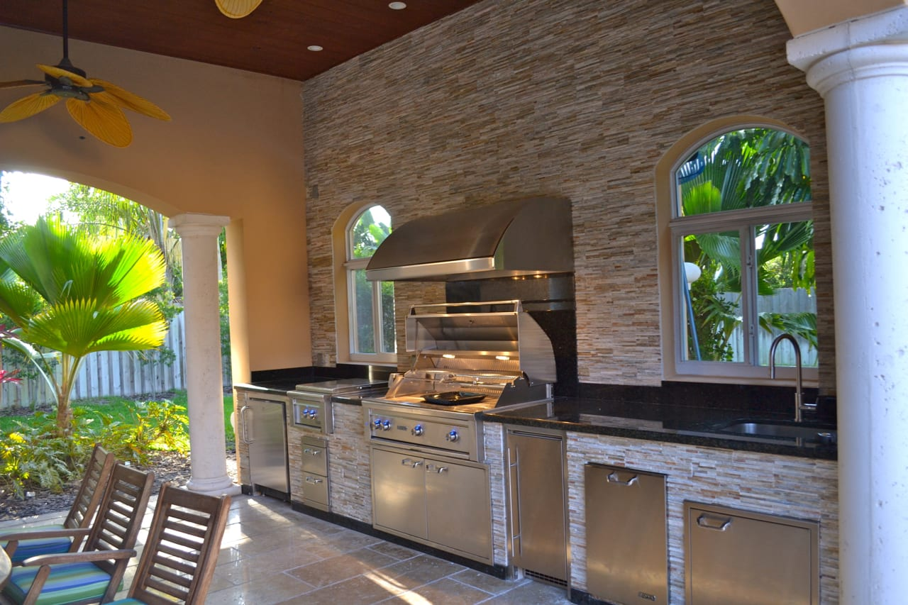 Outdoor Kitchens 215 Luxapatio