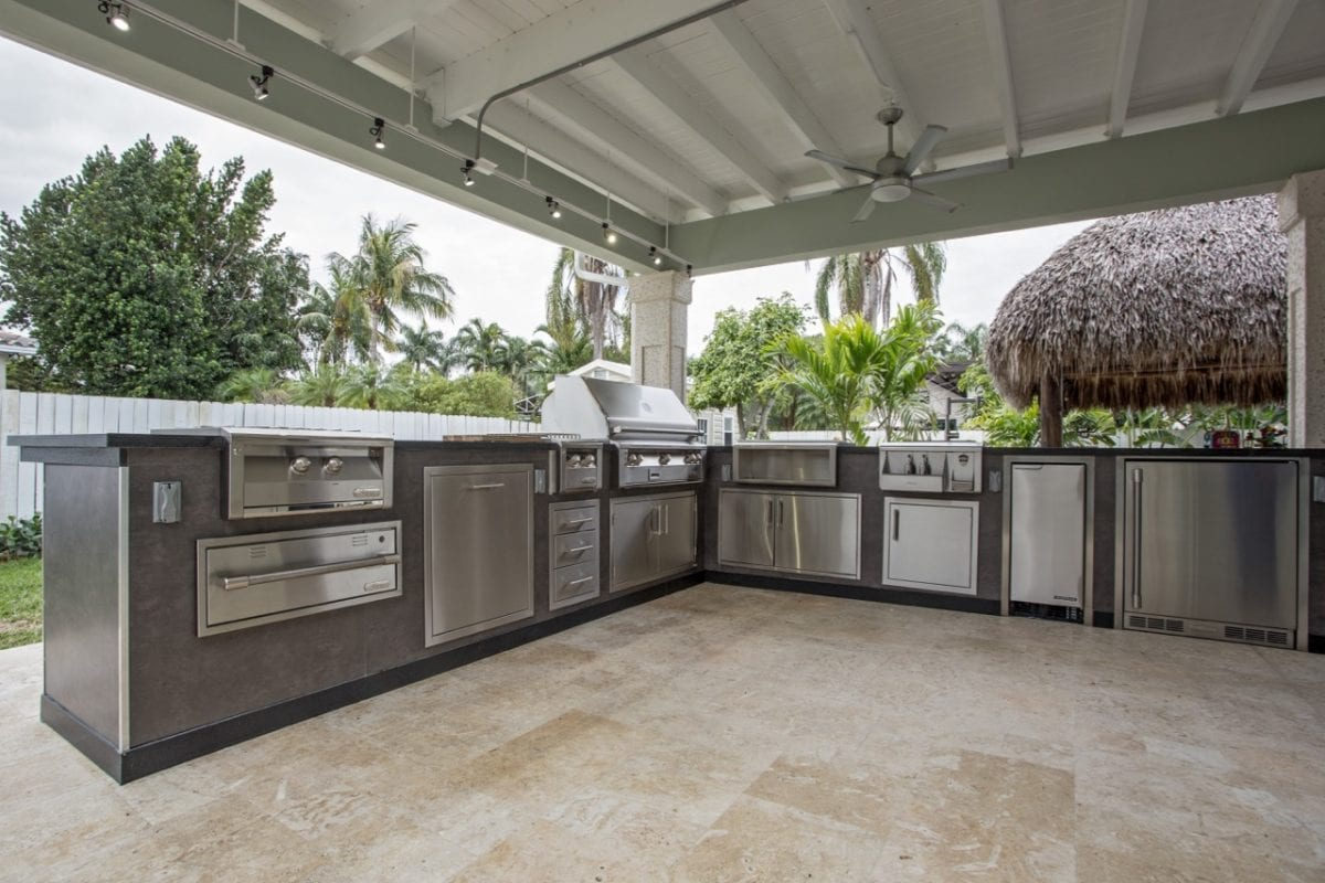 Outdoor kitchens luxapatio for Backyard barbecues outdoor kitchen