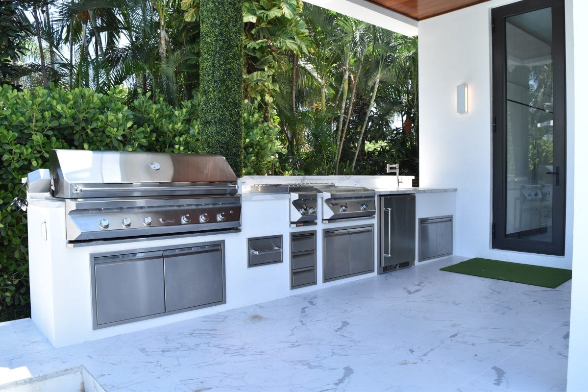 Outdoor kitchens outdoor kitchen appliances luxapatio for Outdoor kitchen refrigerators built in